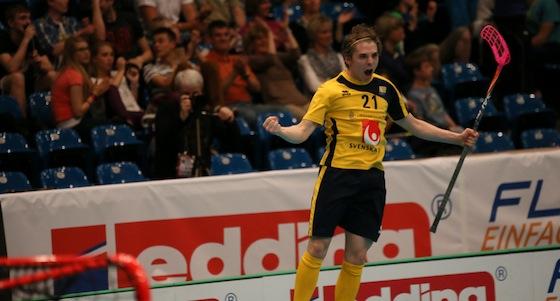 Jesper Kivipaasi voitti vuonna 2013 pelattujen U19 poikien MM-kisojen pistepörssin. Toiseksi samaisten kisojen pistepörssissä sijoittui Peter Kotilainen. Kuva: IFF