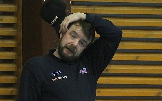 Veli-Matti Koivunen selvisi päävalmentajadebyytistään voittajana. Arkistokuva: Salibandyliiga