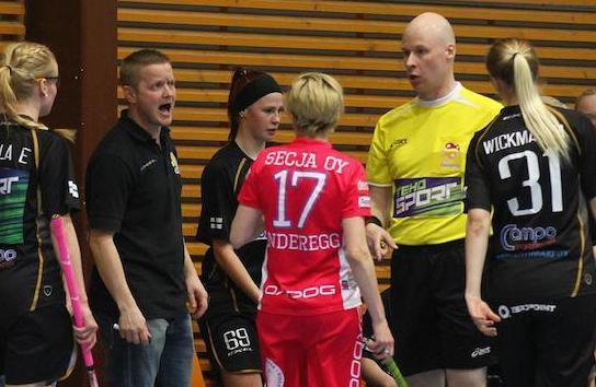 Petri Suhonen (keltapaitainen) bloggaa myös kaudella 2014–2015 Pääkallo.fi:ssä.