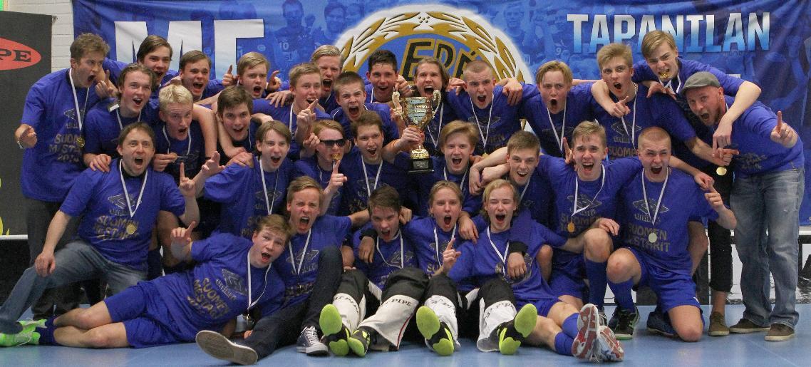 Tähän jäätiin viime keväänä. Tapanilan Erä juhlii B-junioreiden mestaruutta 2013-2014. Kuva: Juhani Järvenpää