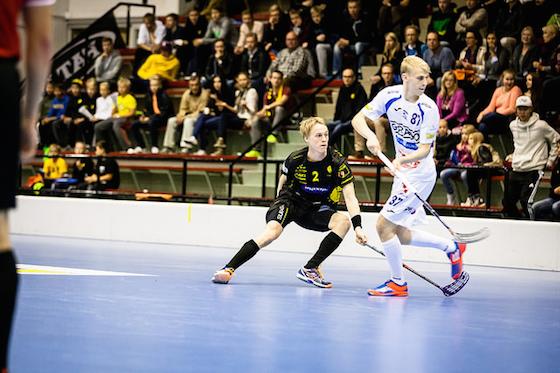 Nokian KrP:n Elmo Luoto (oik.) iski uransa ensimmäisen liigamaalinEspoossa. Kuva: Sofia Rancken