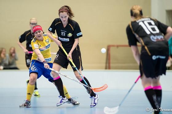 Karoliina Kujala on naisten liigan kaikkien aikojen pistepörssissä sijalla 11 tehopistein 130+124. Kuva: Jari Turunen