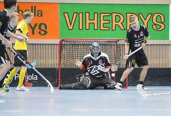 Happeen maalivahti Tuomas Turunen oli elävä seinä Jyväskylän illasa. Kuva: Esa Jokinen