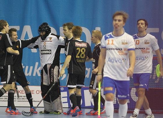 Kooveen maalivahti Arvid Vonk torjui 26 laukausta Esport Oilersia vastaan. Kuva: Juhani Järvenpää