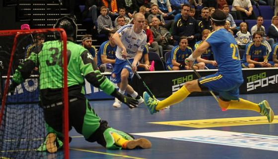 Vahvoja otteita esittänyt Lauri Stenfors on pelannut itsensä kisakoneeseen. Kuva: Salibandyliiga