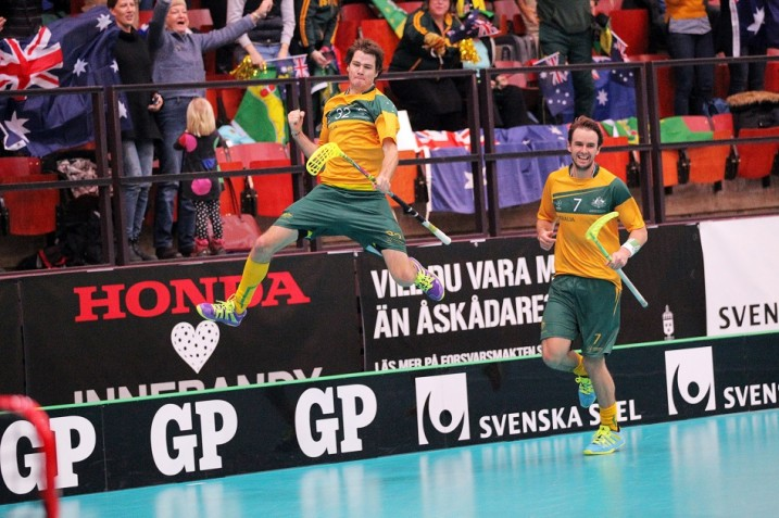 Australian pelaajat tuulettivat maalejaan antaumuksella kisojen avausottelussa Venäjää vastaan. Kuva: IFF