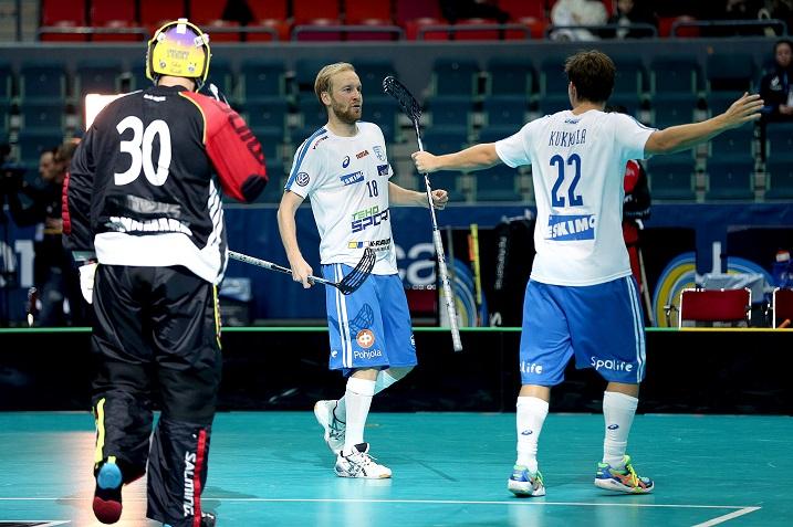 Suomen tehokas ykköskenttä loisti Norjaa vastaan puolivälierän ensimmäisessä erässä iskien kolme maalia. Kuva: IFF