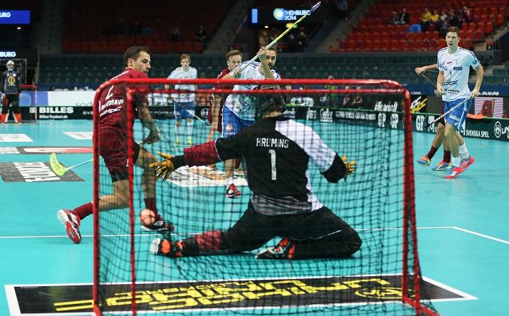 Rickie Hyvärinen heilutti Latvian verkkoa kertaalleen. Kuva: Ville Vuorinen/Salibandyliiga