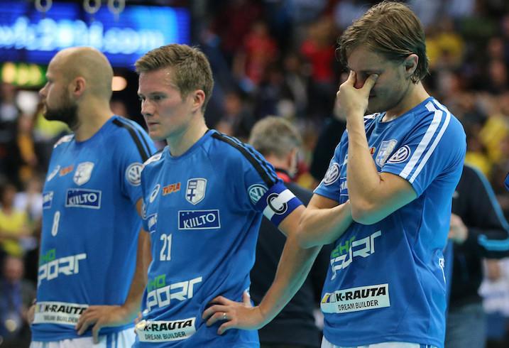 Miko Kailialan (oik.) ensimmäinen MM-turnaus päättyi hopeamitaliin. Kuva: Salibandyliiga