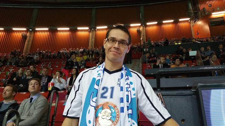 Ex-liiga- ja maajoukkuepelaaja Raine Laine sanoi, että Suomi voittaa finaalin 4–3. Laine ennusti, että Suomi pitää ensimmäisen erän lukemat tasaisina ja pieninä. Tämän jälkeen Ruotsi turhautuu ja heillä keittää yli.