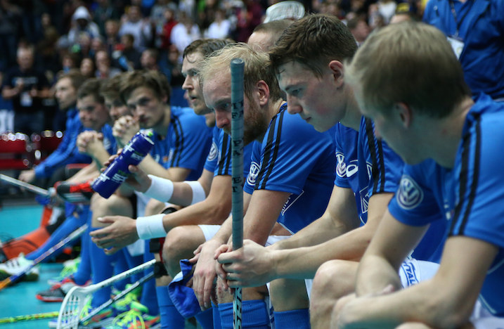 Niin lähellä, mutta niin kaukana. Suomi hävisi niukasti MM-finaalin. Kuva: Salibandyliiga