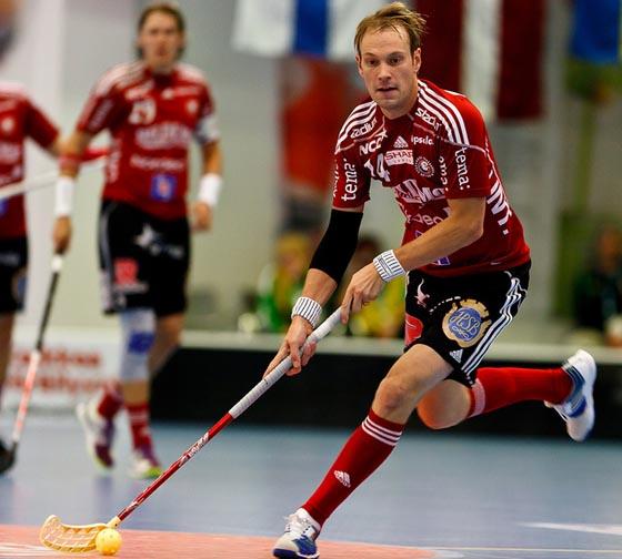 Hannes Öhmanin pelinumero jäädytetään tämäniltaisessa ottelussa. Arkistokuva: Mikko Hyvärinen