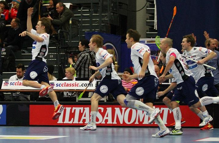 Classic tuuletti viime keväänä miesten Suomen Cupin voittoa. Kuva: Salibandyliiga