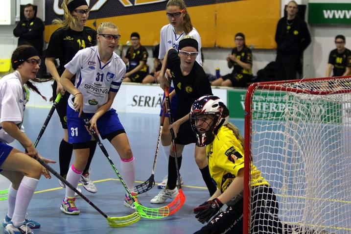 """Elina Hautojärvi (nro 31) on ollut alkukauden positiivisimpia yllättäjiä joukkueensa ÅIF:n ohella. Kuva: """"Jini"""""""
