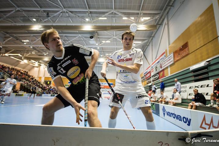 SSV:llä pysyi lauantaina NST:tä paremmin katse pallossa. Ottelun tehokkain oli Markus Olkkonen (vas.), joka summasi tehot 2+2. Kuva: Jari Turunen