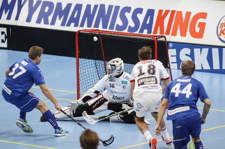 SSV:n Roni Laasonen on tehnyt hattutempun kahdessa viimeisimmässä ottelussa. Lauantaina Laasonen ja SSV kohtaavat NST:n Pasilassa. Kuva: Salibandyliiga (ottelusta Erä-SSV)
