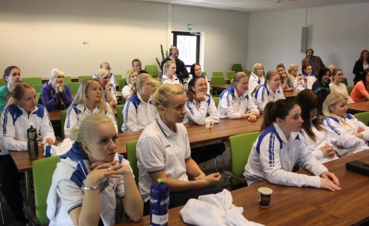 Naisten maajoukkue pelaa seuraavan kerran Sveitsin EFT-turnauksessa huhtikuussa. Arkistokuva: Salibandyliiga