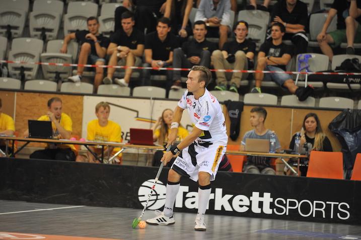 NLA:n tuntemattomampi suomalaisnimi Markus Lajunen pelaa jo kolmatta vuotta UHC Grünenmattissa. Kuva: Damian Keller / unihockey.ch