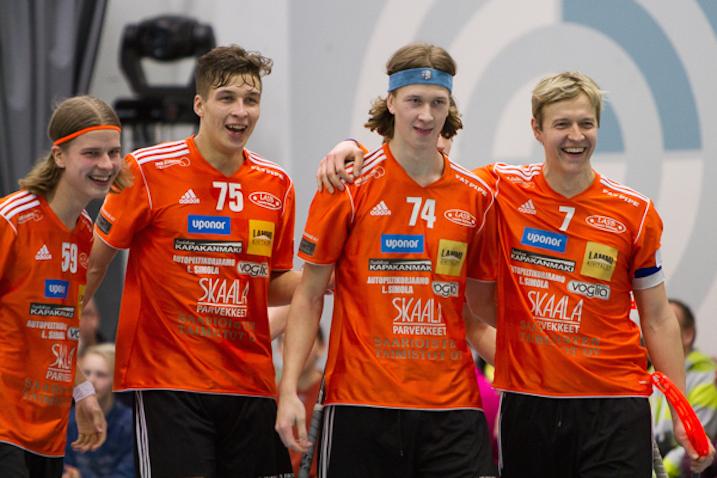 Roope Kainulainen (nro 74) oli sunnuntaina pelipäällä. Kuva: Mika Virtanen