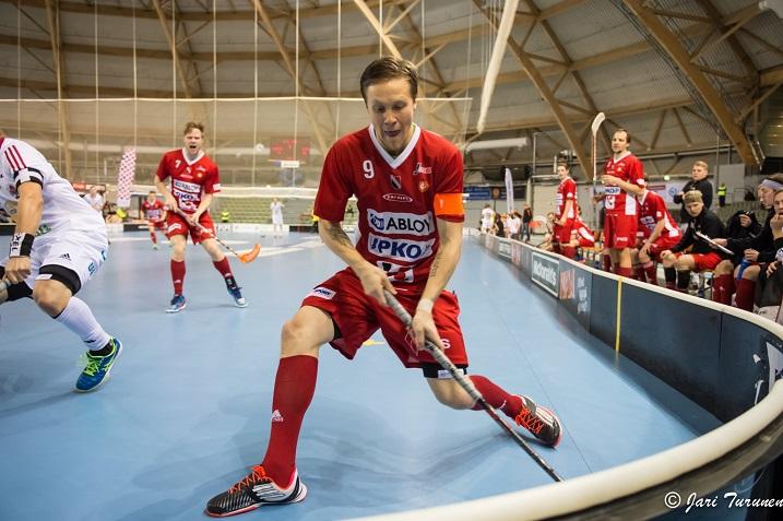 Perttu Puska iski tehot 1+1 TPS:n verkkoon. Josba voitti ottelun lukemin 5-4 ja nousi sarjan toiseksi viimeiseltä sijalta pykälän ylöspäin. Kuva: Jari Turunen (ottelusta Josba-SSV)