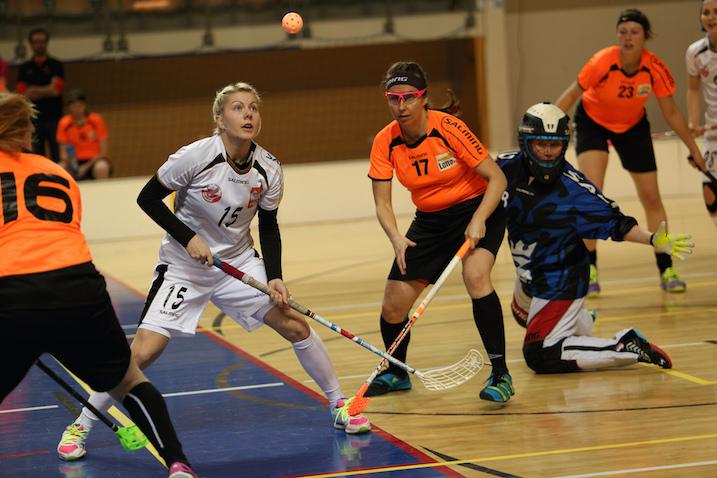 Sekä valkopaitainen Puola että oransseissa esiintynyt Hollanti selvisivät naisten MM-kisoihin. Kuva: IFF