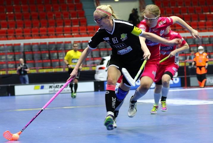 Classic ja SB-Pro kohtasivat edellisen kerran naisten Suomen Cupin finaalissa. Silloin Classic oli etevämpi luvuin 4-7.  Joukkueet kohtaavat jälleen sunnuntaina. Kuva: Salibandyliiga