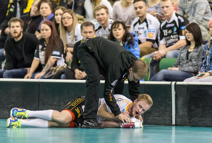 Timo Johansson loukkaantui lauantaina Kuopiossa. Kuva: Jari Turunen