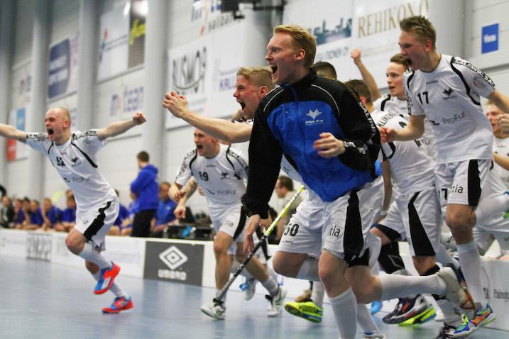 Blue Fox rankaisi M-Teamia Divarin playoff-avauksessa karulla tavalla. Kuva: Juhani Järvenpää.