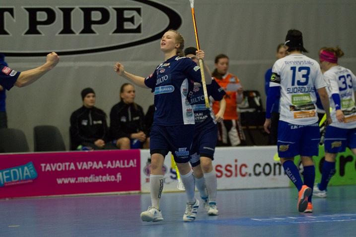 Aliisa Pöllänen iski Classicin avausmaalin NST:tä vastaan. Kuva: Topi Naskali