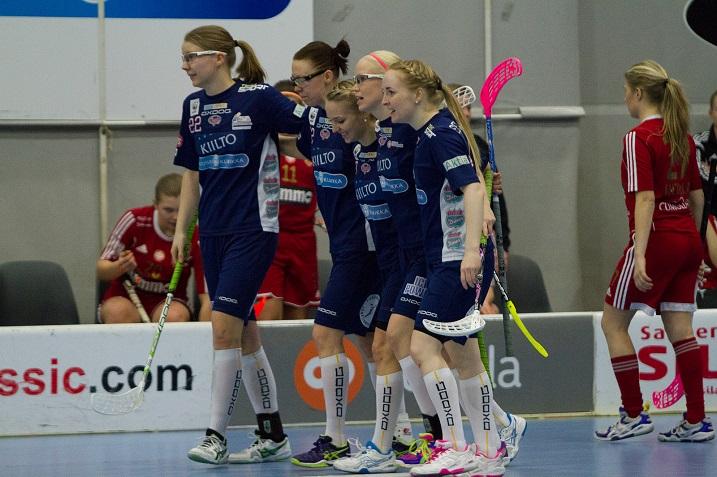 Classic voitti Kooveen lukemin 10-0 ja jatkaa naisten Salibandyliigan välieriin. Kuva: Topi Naskali