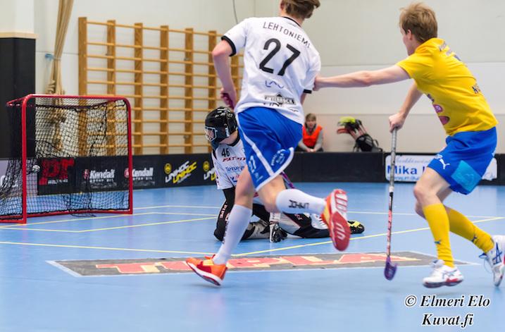 Jani Lehtoniemi oli pelipäällä runkosarjan päätöskierroksella OLS:aa vastaan. Kuva: Elmeri Elo.