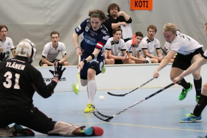 Classic-kapteeni Juho Syvänen (kesk.) on ollut joukkueensa paras pistemies pudotuspeleissä tehoilla 5+2=7. Kuva: Esa Takalo