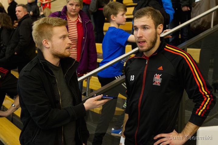 Mikael Lax oli harmissaan loukkaantumisensa vuoksi Pääkallo.fi:n haastattelussa. Kuva: Juha Käenmäki.
