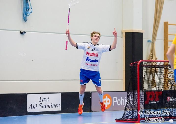 Jani Lehtoniemi iski neljä maalia OLS:n verkkoon, kun SalBa ja OLS tasasivat pisteet maalein 7-7. Kuva: Elmeri Elo