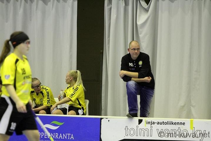 Viime kaudella Strömberg nähtiin PSS:n naisten penkin takana. Kuva: Markku Taurama