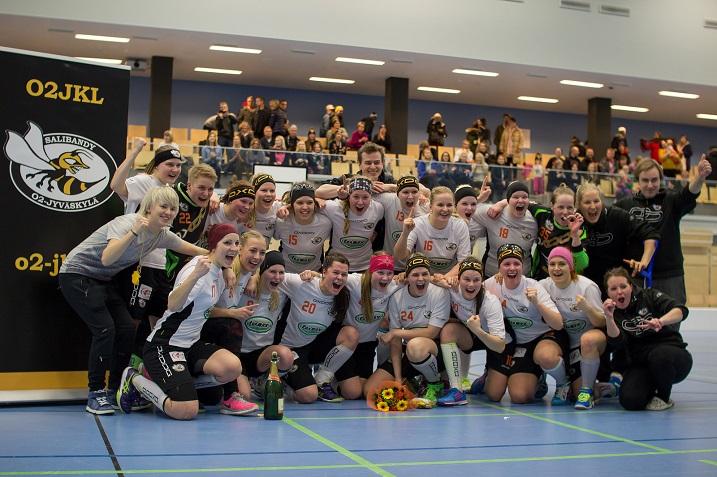 O2-Jyväskylä juhli liiganousua lauantaina. Kuva: Ismo Nybacka