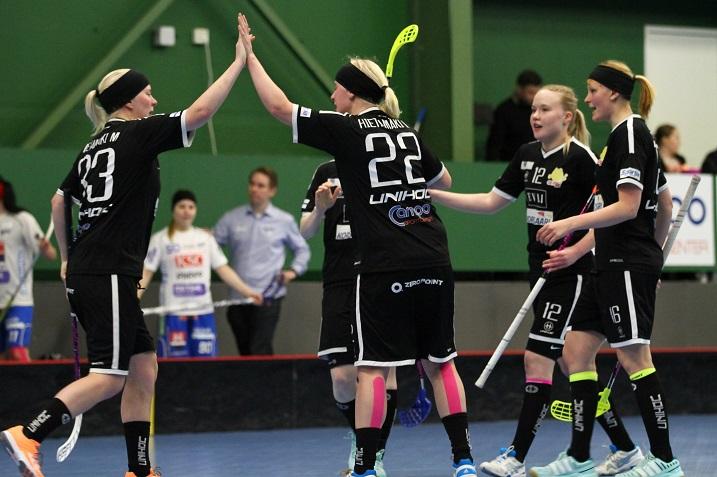 SB-Pro lähtee naisten Salibandyliigan puolivälieriin runkosarjan voittajana. Kuva: Juhani Järvenpää
