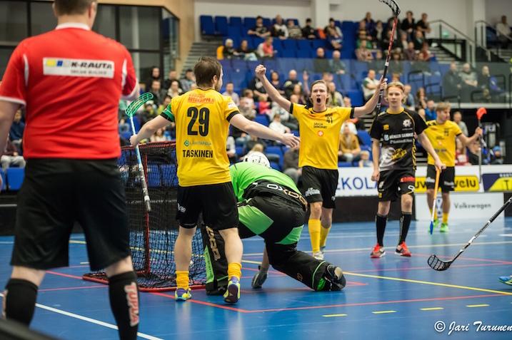 Keltapaitainen Welhot pelasi itsensä Divarin finaaleihin. Arkistokuva: Jari Turunen.