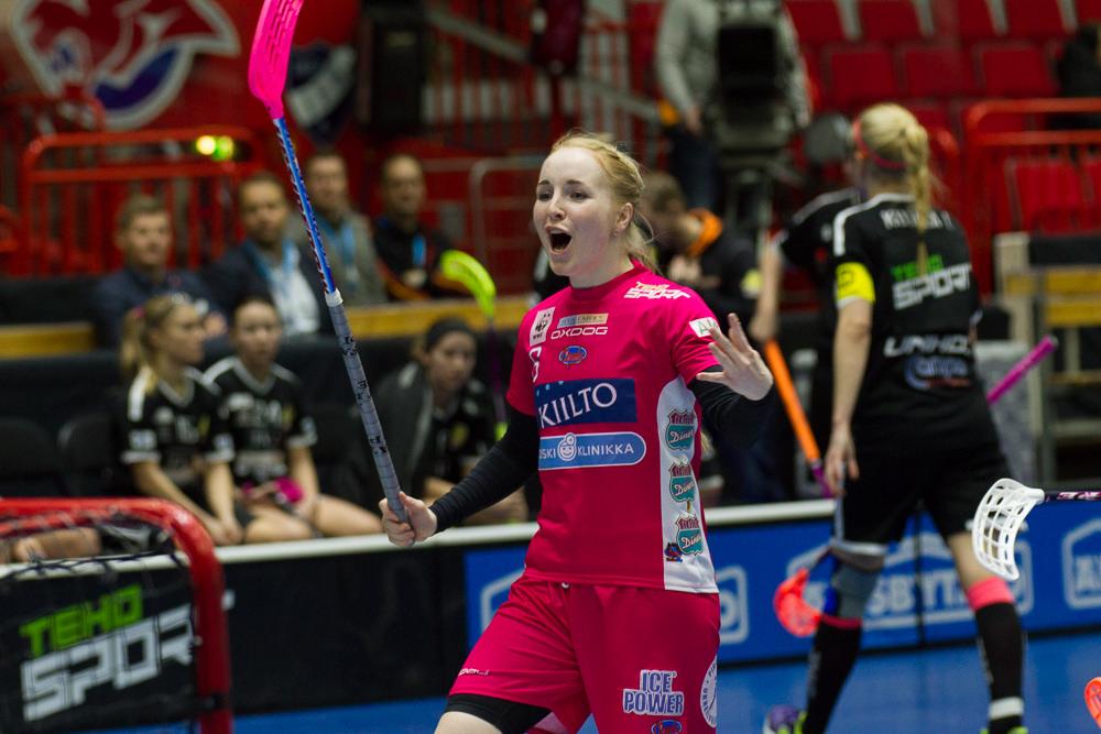 Eliisa Alanko johdatti ensimmäisessä finaaliottelussa joukkueensa voittoon osumalla kolmannessa erässä kahdesti. Arkistokuva: Topi Naskali