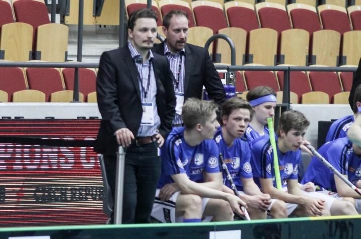 Suomen valmennus loi uskoa pelaajiin, kun tilanne näytti Slovakiaa vastaan vielä huonolta. Kuva: Mika Hilska/Salibandyliiga