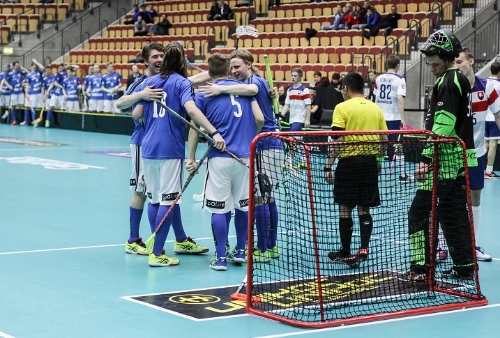 Niin kutsuttu pelimiehen kymppi oli ratkaisevassa asemassa, kun Suomi nousi Slovakian takaa avausvoittoon nuorten MM-kisoissa. Kuva: Mika Hilska/Salibandyliiga