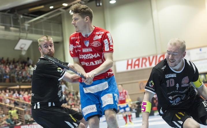 Janne Hulmin (kesk.) mukaan SPV ei ollut finaalisarjan alussa henkisesti vielä valmis. Kuva: Esa Jokinen