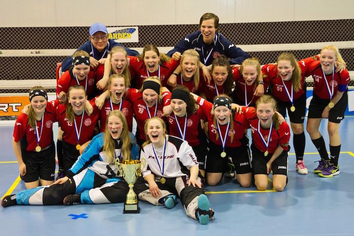 Loiston C-tytöt voittivat keväällä Suomen mestaruuden. Viikonloppuna rarkotaan loput junioreiden SM-sarjapaikat. Kuva: Olli Koivisto