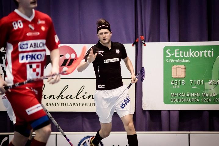 Jere Jokinen oli vahvassa vireessä Josbaa vastaan pelatussa kolmannessa kamppailussa. Jokinen osui kahdesti Tuomas Tokilan selän taakse. Kuva: Anssi Koskinen