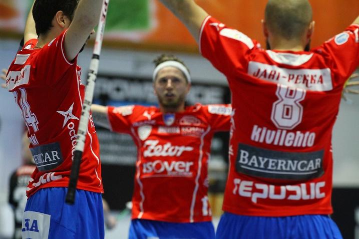 SPV voitti toisen finaalin viimeisen erän lukemin 5-0 ja tasoitti ottelusarjan lukemiin 1-1. Kuva: Salibandyliiga