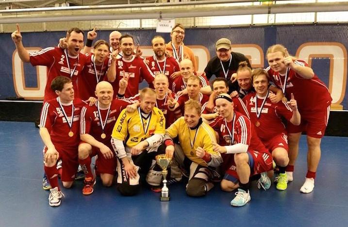 Josban M35-joukkue. Mukana muun muassa Janne Tähkä, Otto Moilanen, Aki Seppälä, Sami Matikainen, Markus Ketonen ja moni muu Josba-konkari.