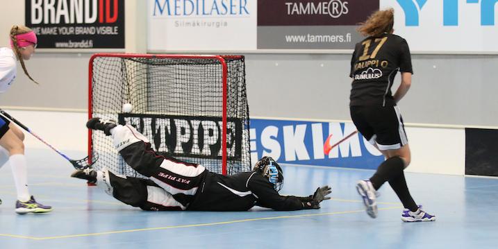 Oona Kauppi on ollut huikeassa vireessä kevään tyttöjen playoffeissa. Arkistokuva: Esa Takalo.
