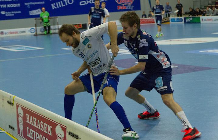 Paul Kotilainen (oik.) jättää Tampereen pölyt taakseen. Kuva: Topi Naskali