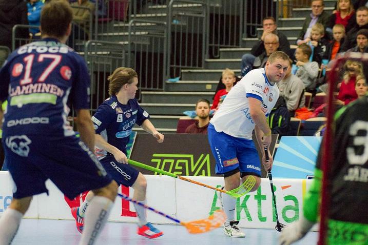 Tapio Kinnunen (oik.) siirtyy Esport Oilersista SSV:n takalinjoille. Kuva: Topi Naskali