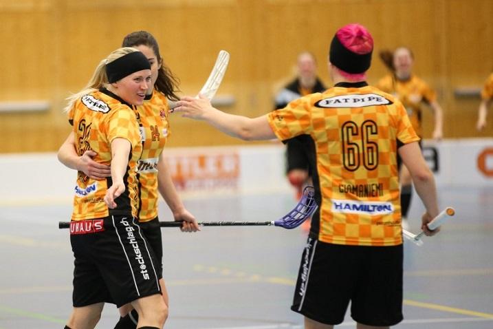 Tiia Ukkosen ja Katri Luomaniemen Chur on jälleen finaalissa. Kuva: Unihockey.ch